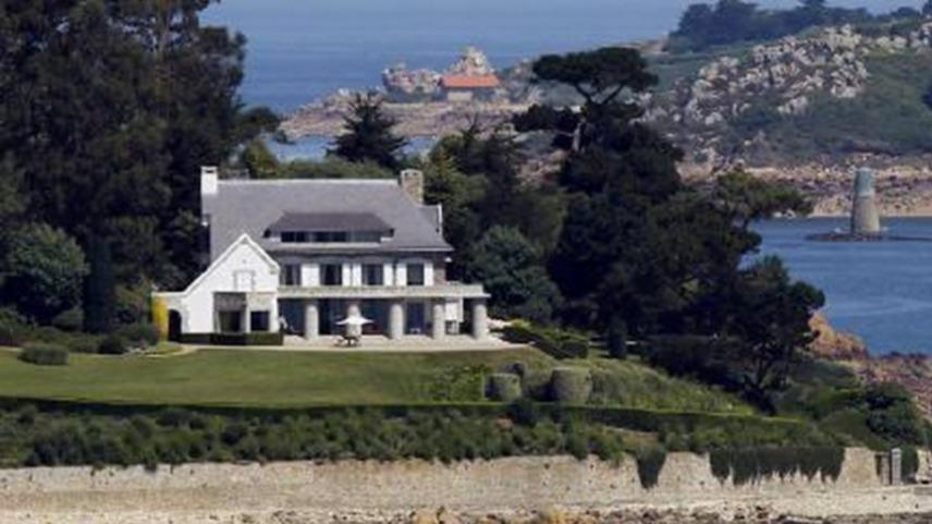 Ebben az előkelő, '20-as években építtetett villában nőtt felLiliane családjával Bréhat szigetén. A házban 25 szoba, teniszpálya és úszómedence is található, ami igazán nagy luxusra utalt abban az időben.