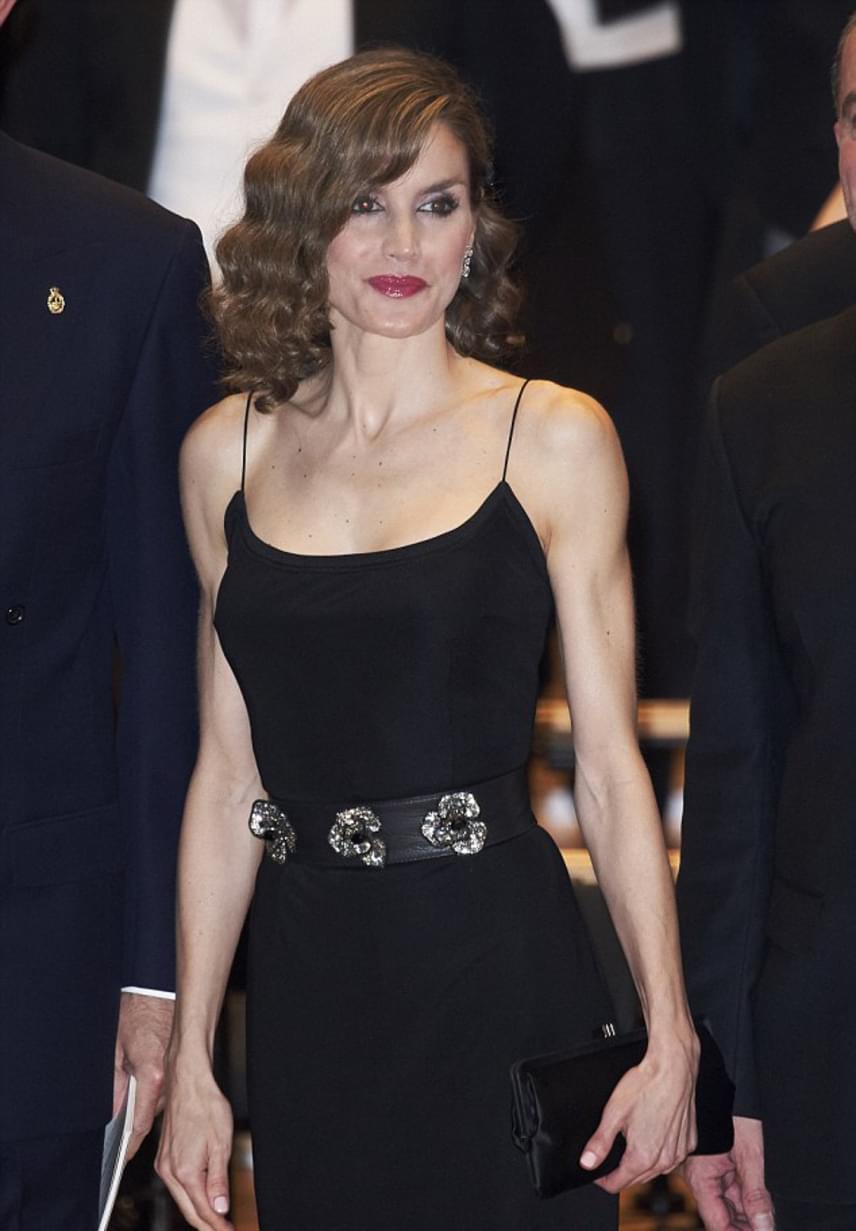 Letícia stílusát Katalin hercegné is megirigyelheti. A spanyol királyné estélyije egyszerre volt elegáns és dögös, amely kellőképpen kihangsúlyozta mellkasát.