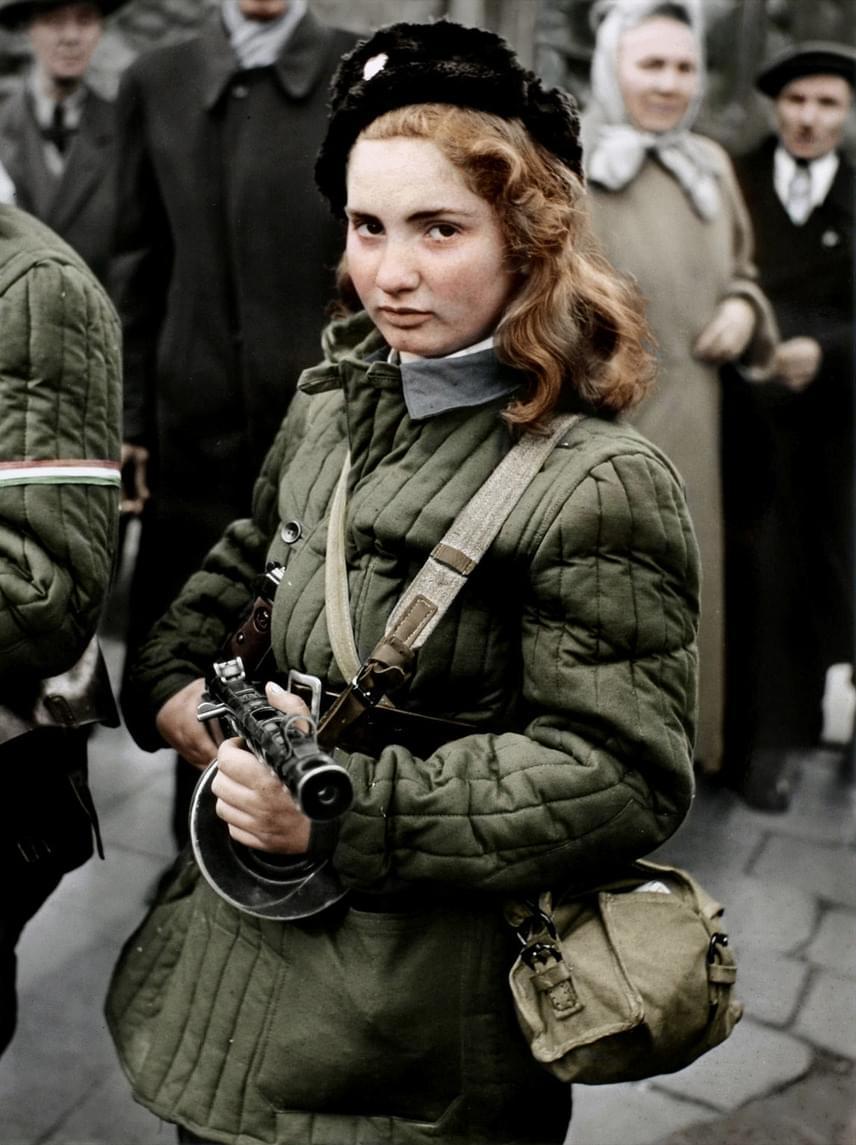Szeles Erika Kornélia 1941. január 6-án született egy budapesti kommunista zsidó család egyetlen lányaként. Iskolatársai mindig különcnek tartották, ő maga pedig nála idősebbekkel barátkozott: egy ilyen ismerősének hatására lépett be egy antikommunista felkelő csapatba az 1956-os forradalom idején, és itt tanulta meg kezelni a gépfegyvert is.