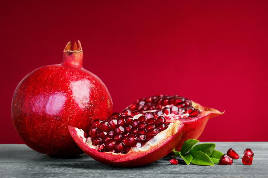 Akár egy 100 grammnál nagyobb gránátalmát is elfogyaszthatsz nassolnivalóként, hiszen ez is csak alig 100 kalória. Az élelmi rostokban roppant gazdag gyümölcs csökkenti az éhséget, tele van polifenolokkal, és mivel lassú megpucolni, elnyújtja a nassolás idejét, így gátolja meg, hogy túledd magadat. Természetesen más, alacsony kalóriatartalmú gyümölcsöket is kipróbálhatsz!