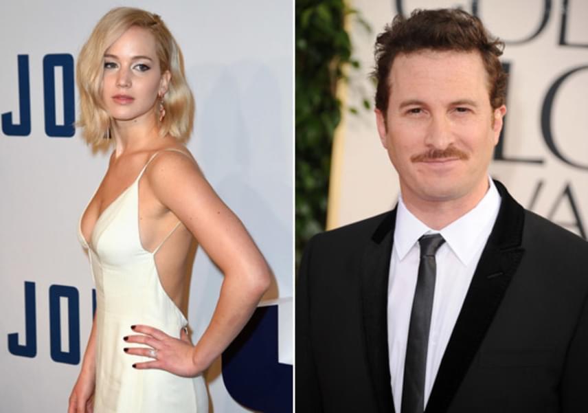A pár már hónapok óta randevúzgat titokban. Jennifer Lawrence barátai szerint azért választotta a rendezőt, mert nagyon jól érzi magát mellette, és bármilyen helyzetben képes őt megnyugtatni.