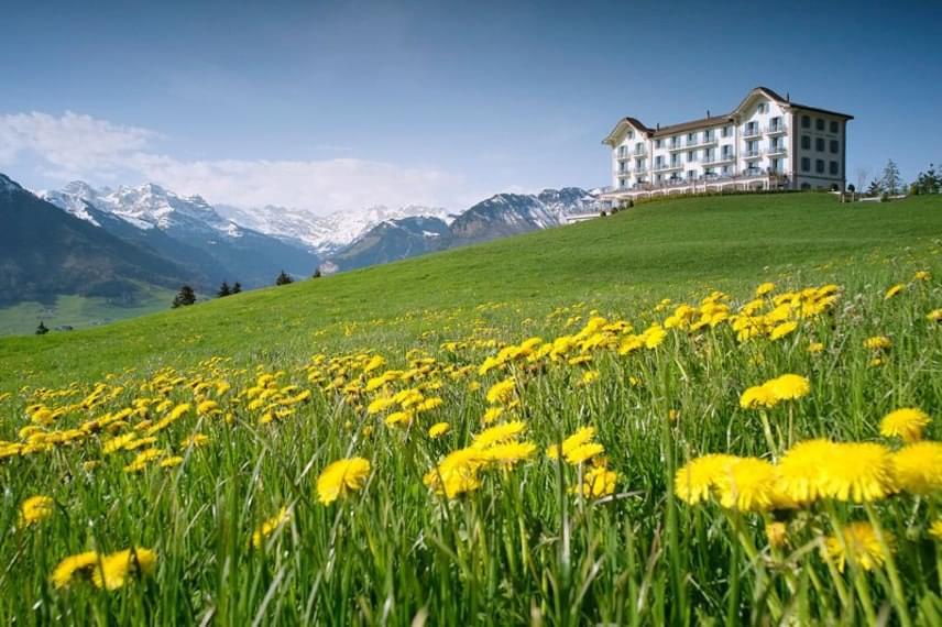 A 23 szobás szálloda első ránézésre nem sokban különbözik a többi, elsőrangú szolgáltatást nyújtó hoteltől. Az emeleti panoráma azonban álomszép, és sokak számára minden pénzt meg is ér.