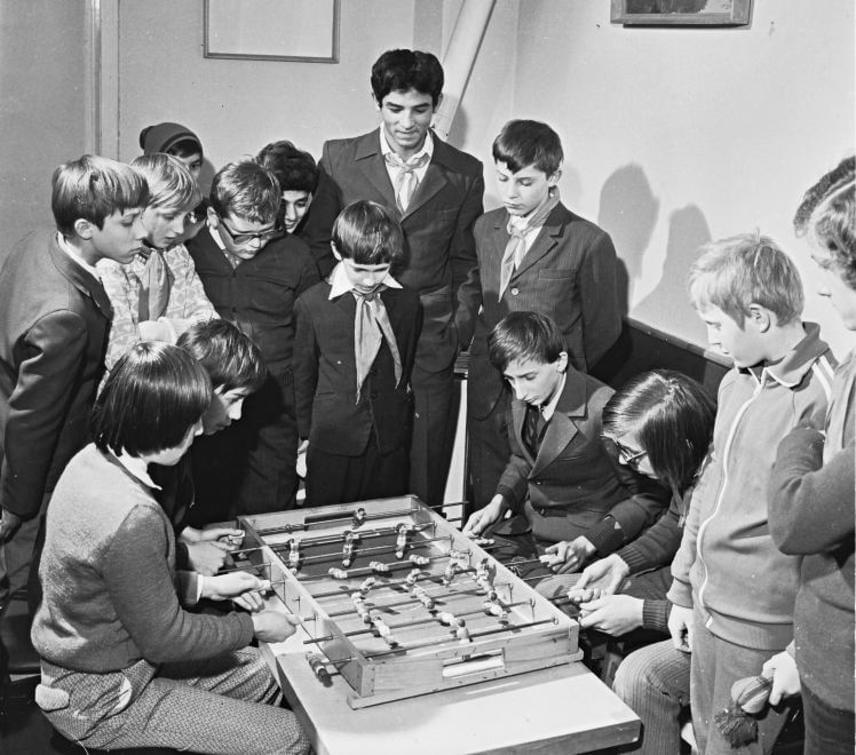 A szakszervezeti üdülők mindegyikében volt csocsó, lengőteke, óriás sakk és egyéb társasjátékok. Töreten népszerűségnek örvendett az összes.