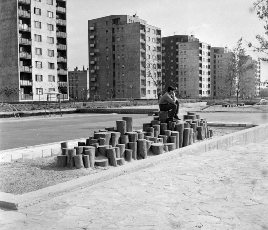 A játszóterek ugyan nem EU-szabványnak megfelelően készültek, de a farönkös játszókat mindenki imádta.