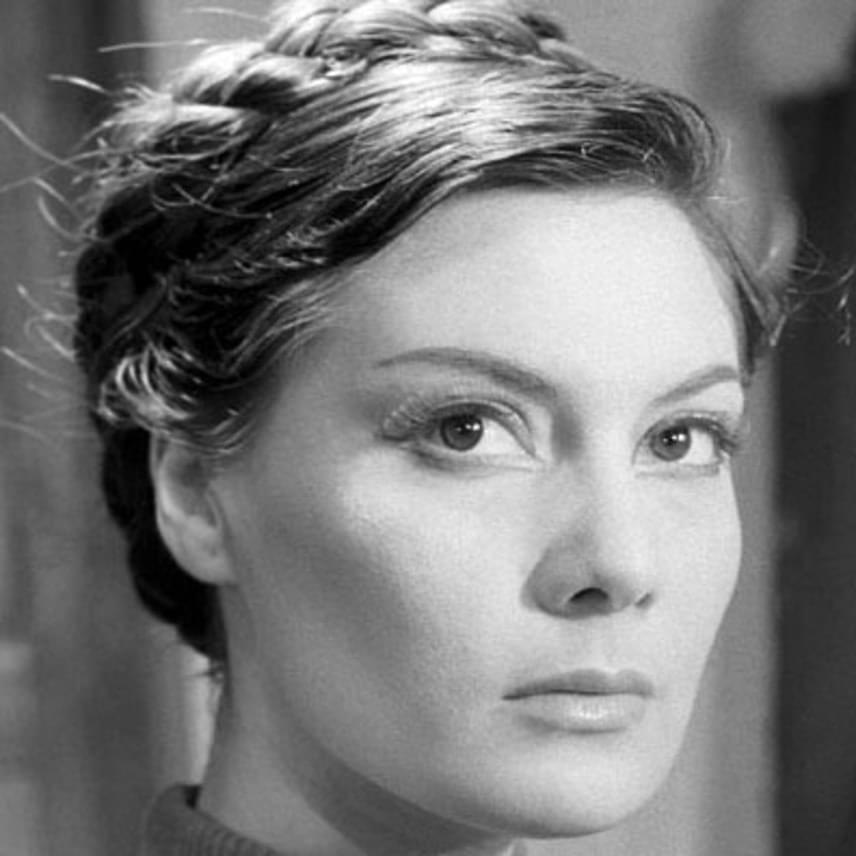 Életének 89. évében, hosszan tartó, súlyos betegség után, keddre virradó hajnalban elhunyt Bara Margit Kossuth- és Balázs Béla-díjas színésznő.