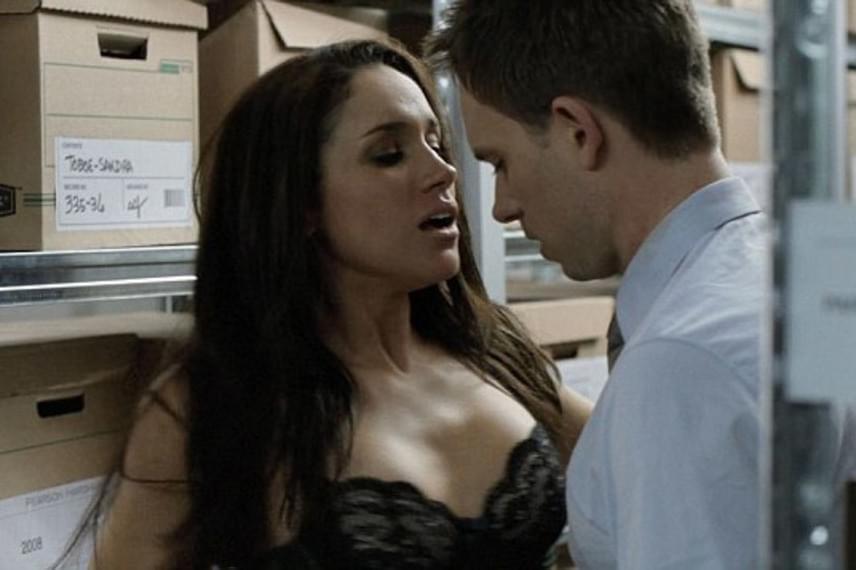 Meghan Markle többször forgatott már erotikus jelenetet, ahol egy szál semmiben pózolt a kamera előtt.