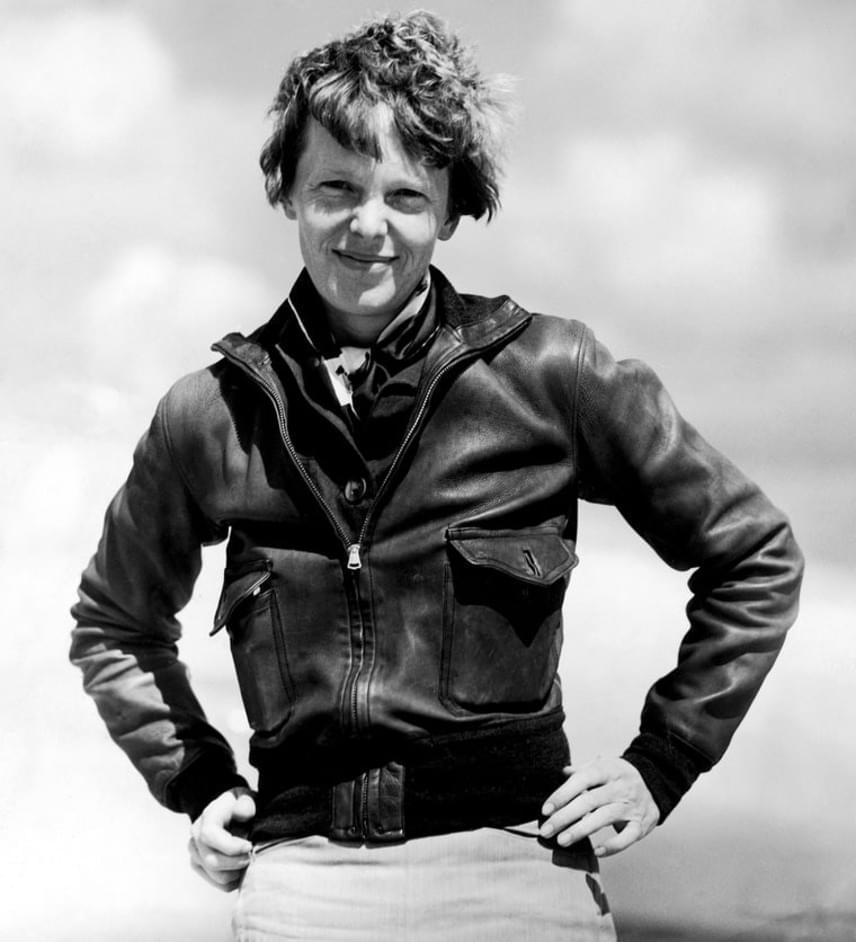 Amelia Earhart csontvázát is megtalálták a szigeten 76 évvel ezelőtt, azonban egy brit orvos akkoriban férficsontváznak vélte a maradványokat - a mostani vizsgálatokon derült csak ki, hogy valójában a pilóta csontjait találták meg akkor.