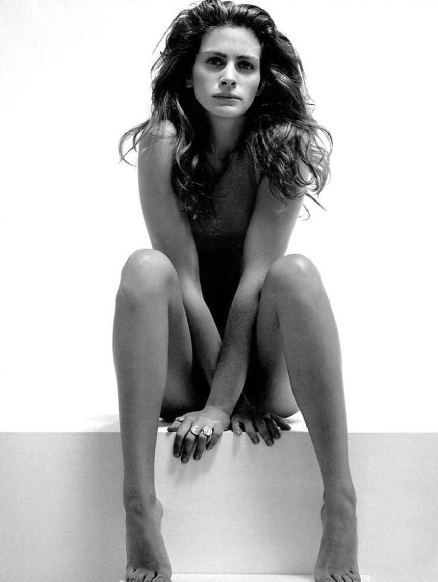 Julia Roberts minden ruhájától megszabadult, mielőtt Herb Ritts elkészítette róla ezt a sejtelmes és érzéki aktfotót.