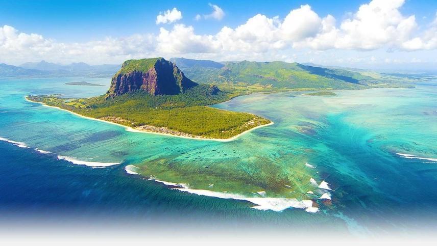 Mauritius geológiai festői látványa az Indiai-óceánban. A Madagaszkár partjaitól kilencszáz kilométerre fekvő, türkiz éden még nincs telezsúfolva turistákkal.
