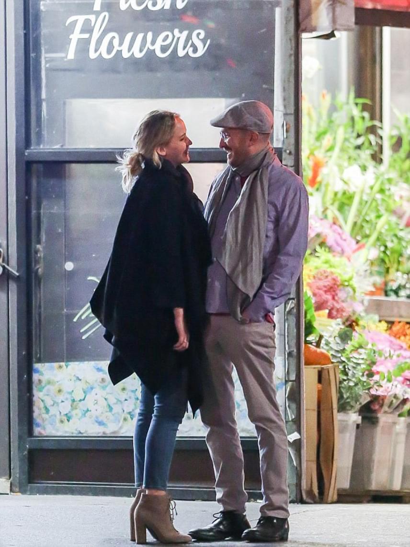Jennifer Lawrence többször hangoztatta, hogy vonzódik az idősebb férfiakhoz, előző kiszemeltje Gwyneth Paltrow exférje, Chris Martin volt.