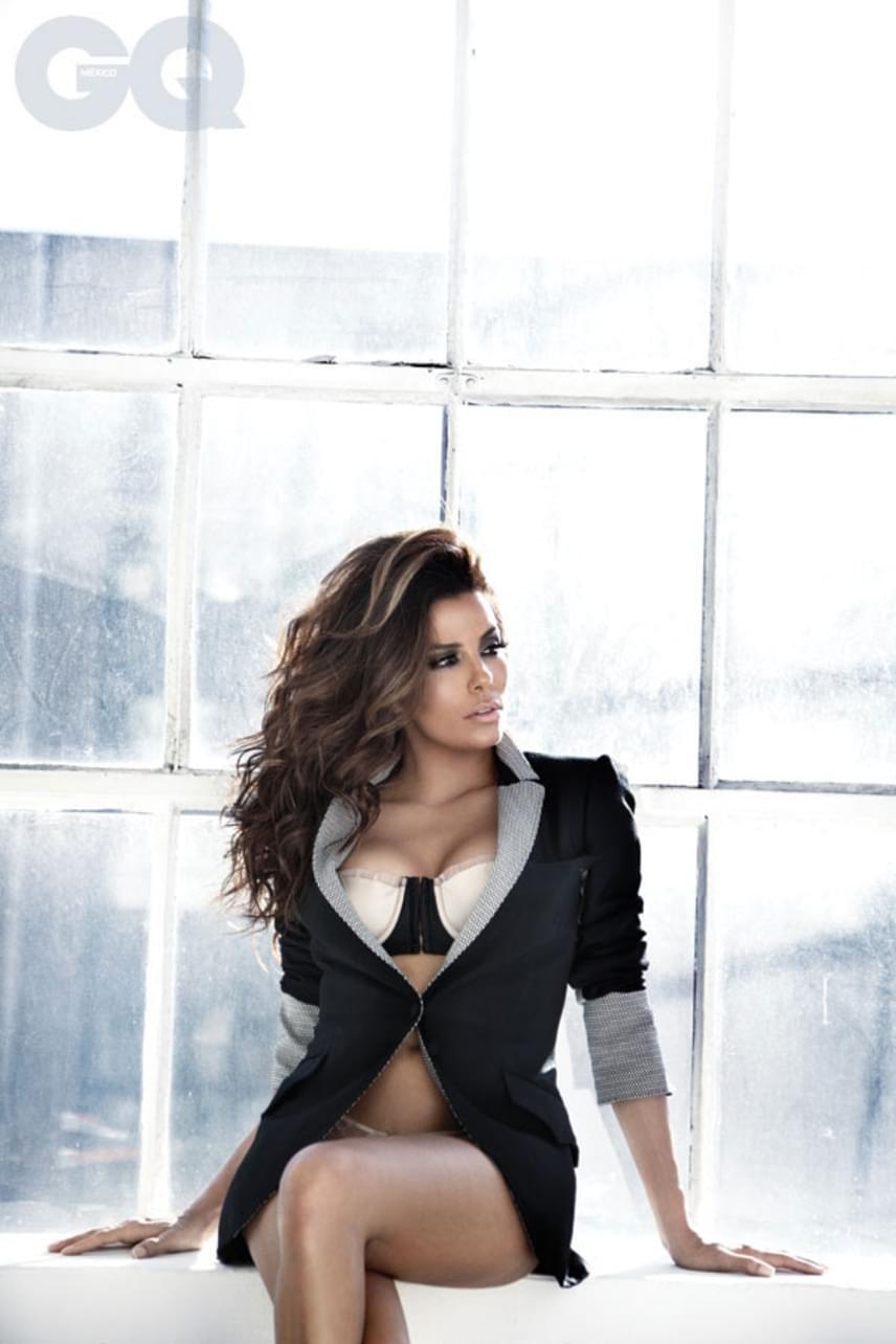 A 41 éves színésznőnek egyelőre nem született gyermeke, az elmúlt években több magazin - köztük a People - is a világ legszebb nőjeként nevezte meg.