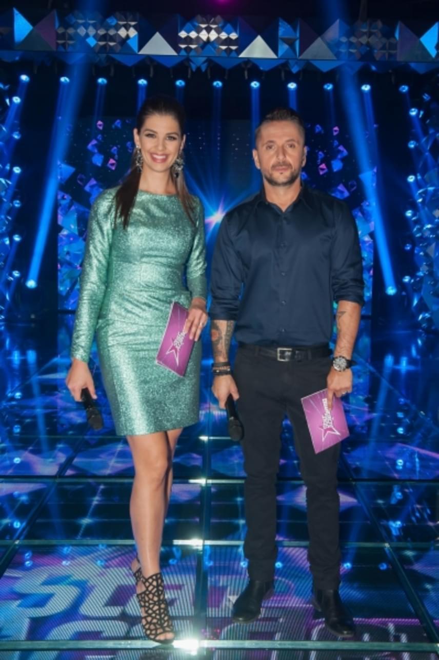 Ördög Nóra a Star Academy első élő show-jában ebben a türkizzöld színű, csillogó ruhában és fekete tűsarkúban keltett feltűnést.