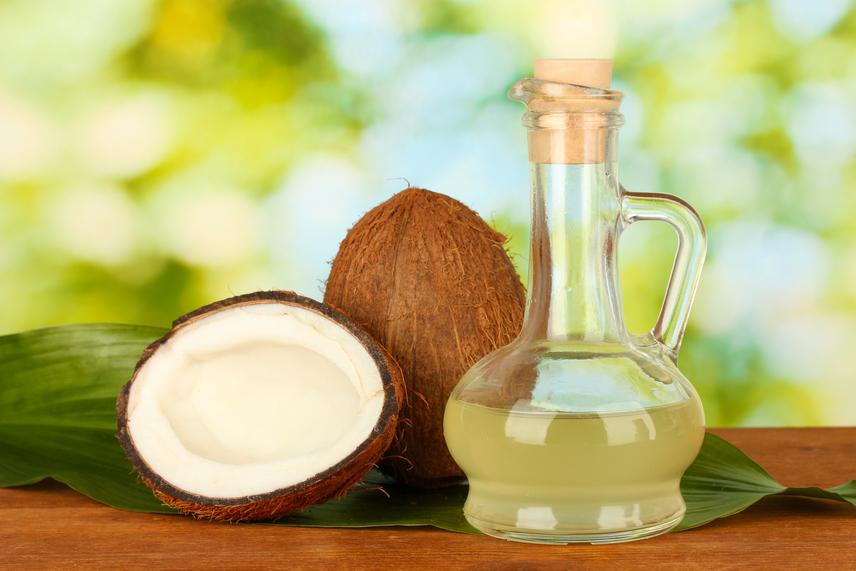 Kókuszolaj - a kókuszolaj jótékony omega-3 zsírsavval van tele, ami kedvezően befolyásolja a koleszterinszintet. Egyedülálló sajátossága a laurinsav, amely az anyatejben is előfordul. Ezért érthető, hogy ennek az olajfajtának baktérium- és vírusölő hatása is van, ezáltal felvértezi a szervezetet a betegségek és fertőzések ellen.
