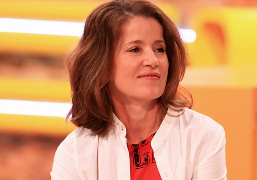 Fehér Anna, a Szomszédok című sorozat Almája 53 évesen, 2011. június 4-én adott életet első gyermekének, Barnabásnak.