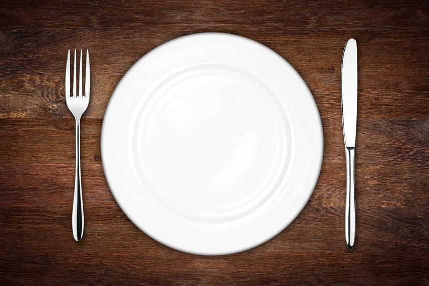Sokan azt hiszik, hogy az étkezések kihagyása meggyorsítja fogyást, holott akár teljesen ellentétes hatást is kiválthat. Ilyenkor ugyanis a szervezet megpróbál minél kevesebb kalóriát felhasználni, melynek során az anyagcserét is visszafogja.