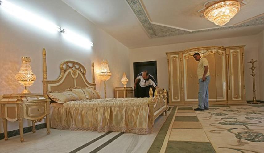 A vendégek megszállhatnak abban a márványozott teremben is, ahol állítólag maga Szaddám Huszein is álomra hajtotta a fejét. Természetesen az árát is megkérik, a szoba 223 dollártól indul éjszakánként, ami megközelítőleg 60 ezer forint.