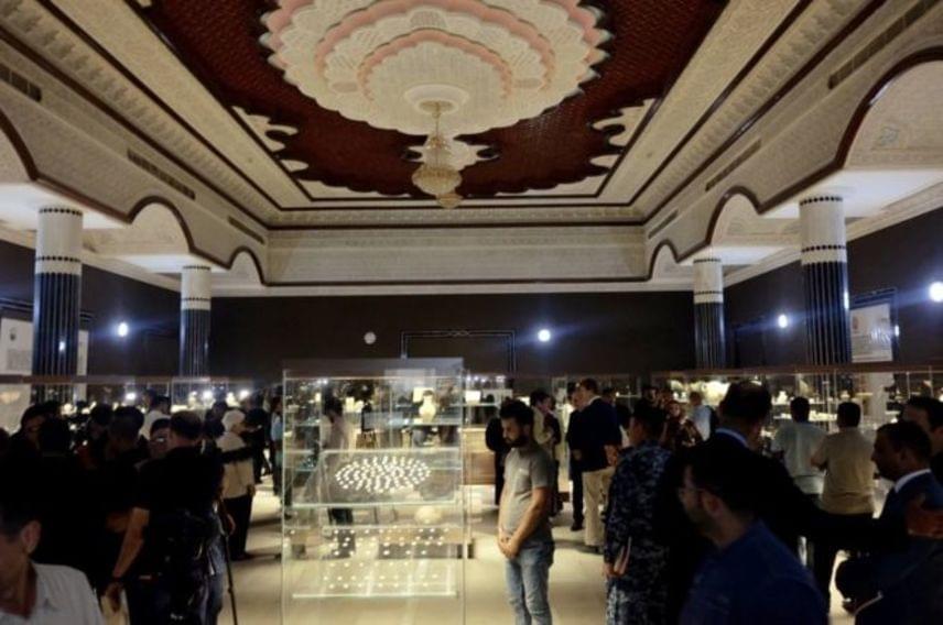 Qahtan al-Obaid, a program vezetője és a múzeum igazgatója a BBC Travelnek elmondta: siíta csoportok többször megfenyegették őket a hely visszafoglalásával, de nagy megpróbáltatást jelentett számukra a több évtizedes pusztítás nyomainak eltüntetése is. A múzeumban a több ezer éves helyi kincseket, a babiloni, asszír, sumér és iszlám idők antik tárgyait állítják ki.