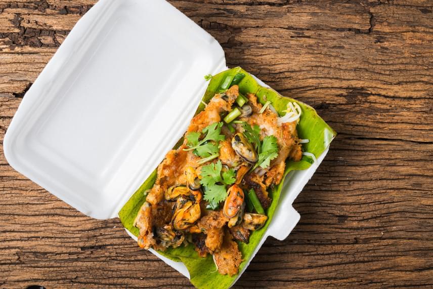 Érdemes kerülni a műanyag poharak, műanyag tányérok, valamint a gyorsételek és éttermi ételek hazaszállításához használt dobozokat, ezeket ugyanis gyakran vonják be olyan anyaggal, mely az említett vegyületet is tartalmazza, hogy előbbiek ellenállóbbak legyenek, ne lyukadjanak ki, valamint, hogy ne áztassa át őket az étel.