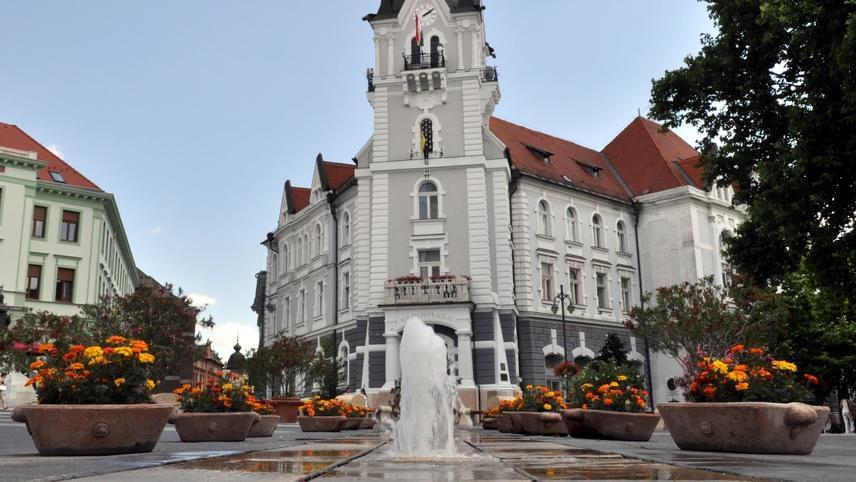 Az idei évben a díjazás tekintetében Somogy megye duplázott: Kaposvár városa ugyanis nemcsak a természetközeli térségnek járó címet és az ezzel járó nemzetközi elismerést kapta meg, de aEuropean Best Destinations 600 euró értékű tanfolyamát is, amely a közösségi média hatékony használatát segíti elő, hogy legközelebb ebben a kategóriában is vihesse a prímet.