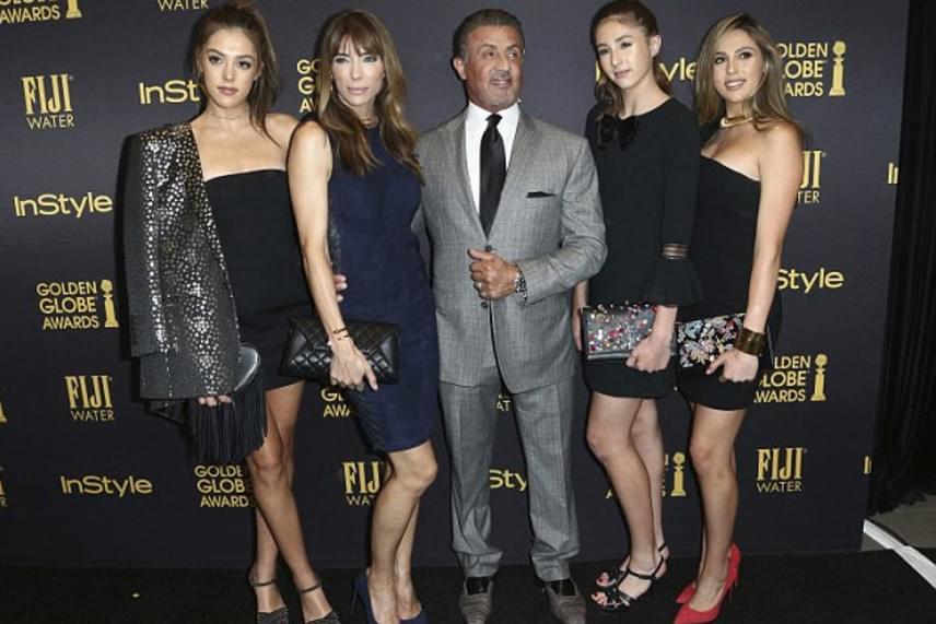 Hatalmas megtiszteltetésben részesültek Sylvester Stallone lányai: idén először nem egy, hanem három sztárcsemete kapja a Miss Golden Globe címet.