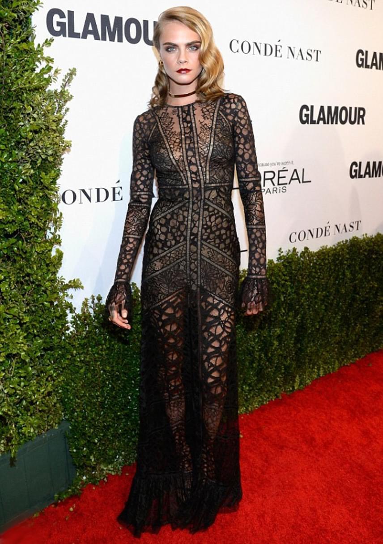 Ámultak a gálán a modellből színésznővé avanzsált Cara Delevingne merész ruháján, ami nem sokat bízott a fantáziára.