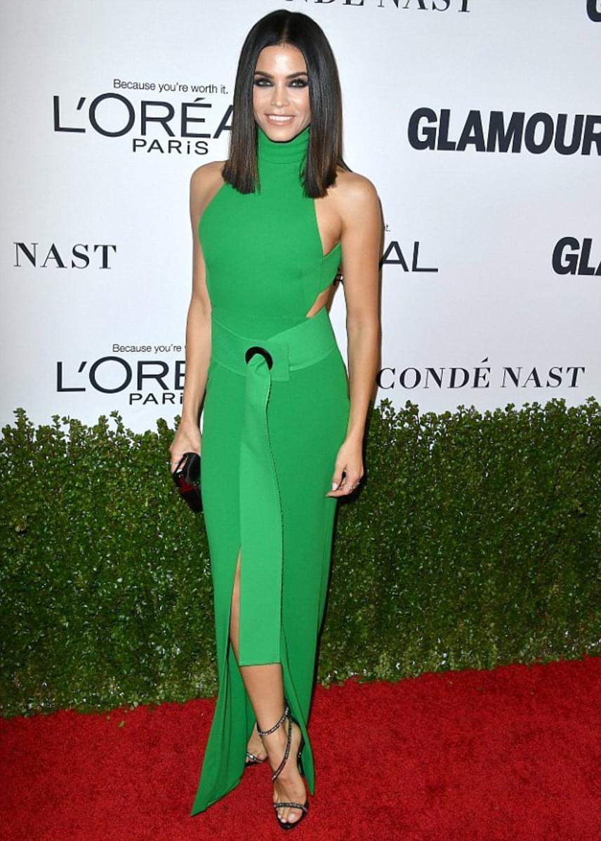 Jenna Dewan-Tatum ruhája sem nyerte el a rajongók tetszését: sem a szín, sem a fazon nem volt a legelőnyösebb - hogy az övről már ne is beszéljünk.