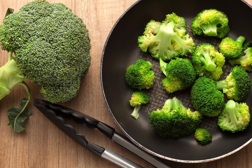 A brokkoli, a karfiol és a káposzta kimondottan az olcsóbb zöldségek közé tartoznak, ám rostjaikkal laktatóak, alacsony kalóriatartalmúak, és tele vannak vitaminnal, így nagyon jól illeszkednek egy diéta étrendjébe. Készíts belőlük ízletes és olcsó köretet!