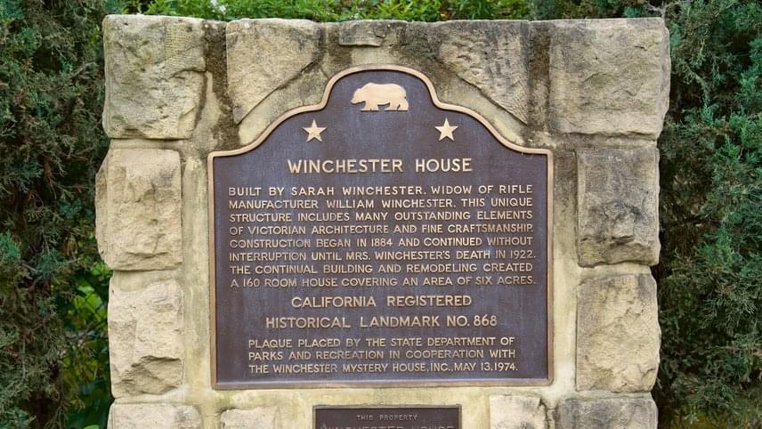 A hatalmas ház napjainkban turistacélponttá lett. Nem meglepő, hogy még a mai napig fedeznek fel benne újabb és újabb részleteket. 2016-ban egy pincehelyiség került feltárásra, melyben egy orgona, egy viktoriánus heverő, egy szobainas, egy varrógép és néhány festmény rejtőzött mindezidáig. A ház történelmi jelentőségű épületként van nyilvántartva, ahogyan az ott - talán nem véletlenül - 13-án, 1974 májusában elhelyezett táblán is olvasható.