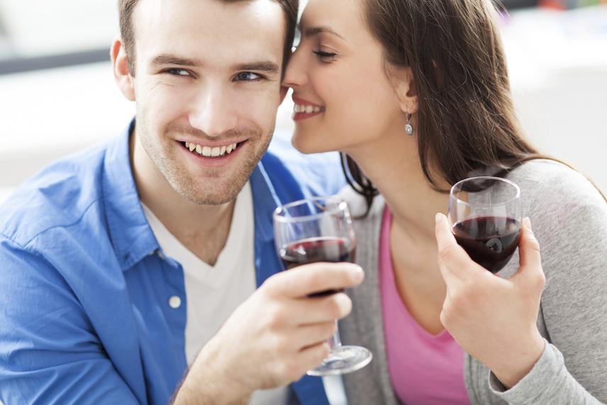 Bár az emberek hajlamosak parfümökkel telelocsolni magukat, a szexuális vágyakat mégis leginkább a partner bőrének illata képes fokozni. Egy szolidan érződő parfüm vonzó lehet, de nagyon fontos, hogy az izgató hatás érdekében sohase nyomja el teljesen a természetes illatokat!