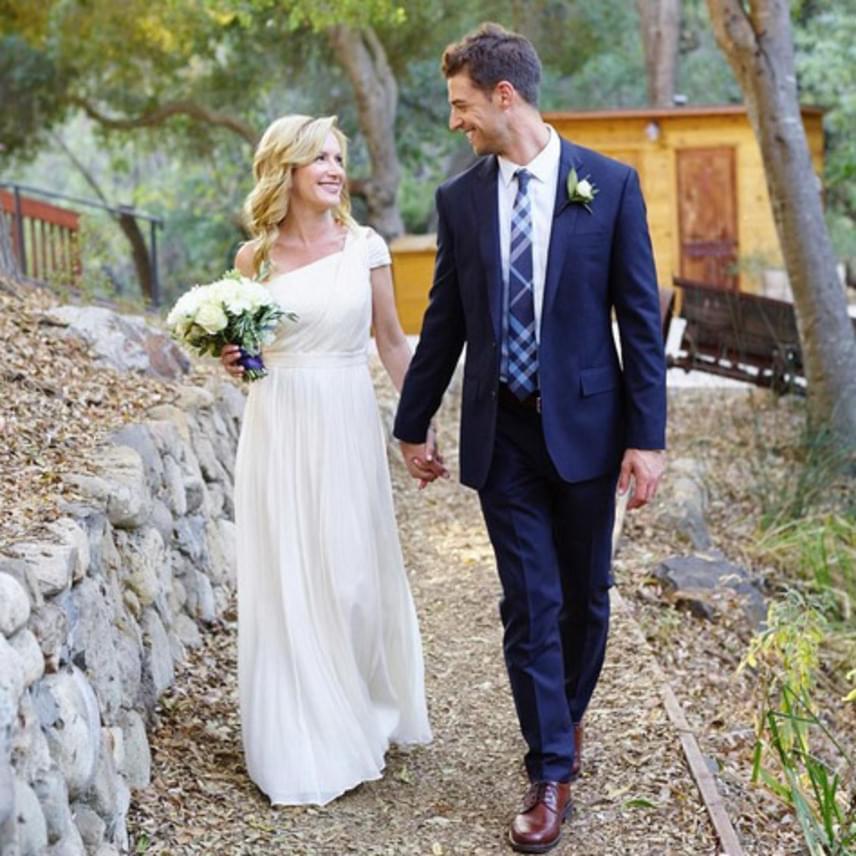 Kaliforniai otthonuktól nem messze rendezték meg az esküvőt - a ceremónia állítólag olyan meghatóra sikeredett, hogy nem volt, aki ne ejtett volna néhány könnycseppet a szertartáson.