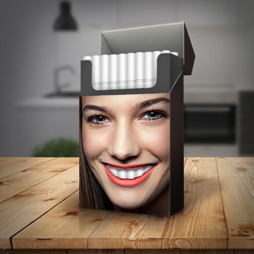 A csomagoláson mosolygó arc hófehér fogát a cigaretták alkotják. Ha a doboz tele van, vagyis a tulajdonos még egy cigit sem szívott el, a fogsor teljes és hibátlan.