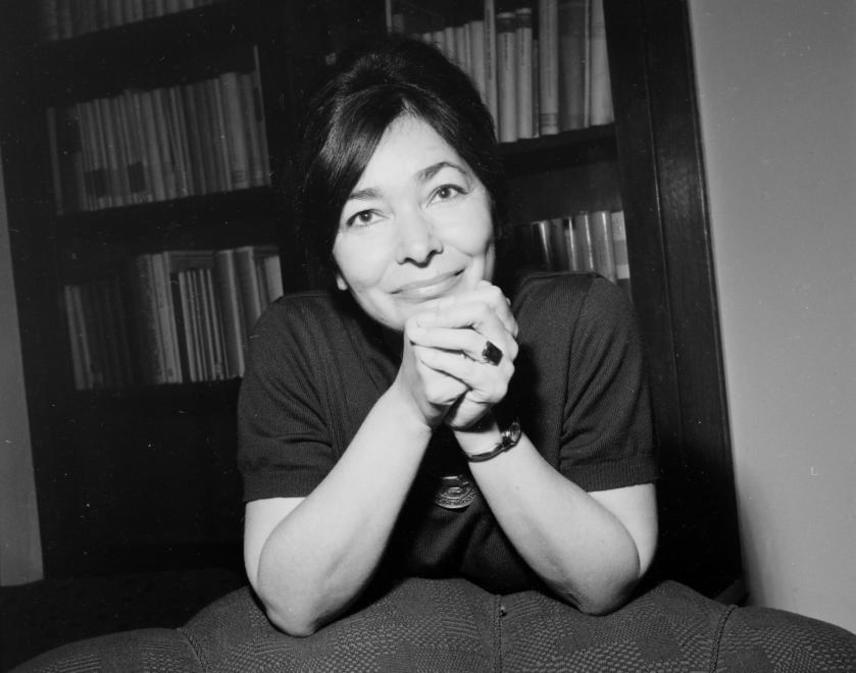 Szabó Magda 1964-ben, amikor megjelent A Danaida című regénye. Az írónő számos önéletrajzi ihletésű regényt írt pályafutása során. Az Ókút, a Régimódi történet és a Für Elise saját és szülei gyermekkorát, illetve a 20. század elejének Debrecenjét mutatja be.