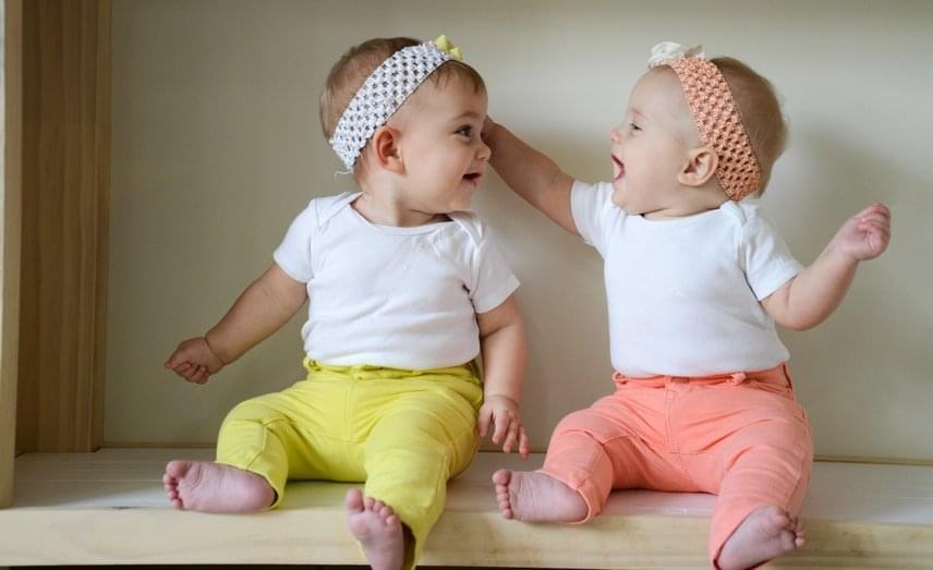 A szuperfertilizáció, azaz a terhesség alatti teherbeesés igen ritka jelenség, így a két gyönyörű kislány, Charlotte és Olivia is orvosilag ritka, egyedi babáknak számítanak.