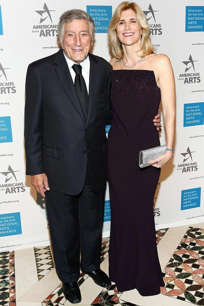 Tony Bennett és Susan azonnal egy hullámhosszon voltak, amint találkoztak, és nem zavarják őket a rossznyelvek, akik szerint nem egészséges, ha ekkora korkülönbség van két ember között egy kapcsolatban.