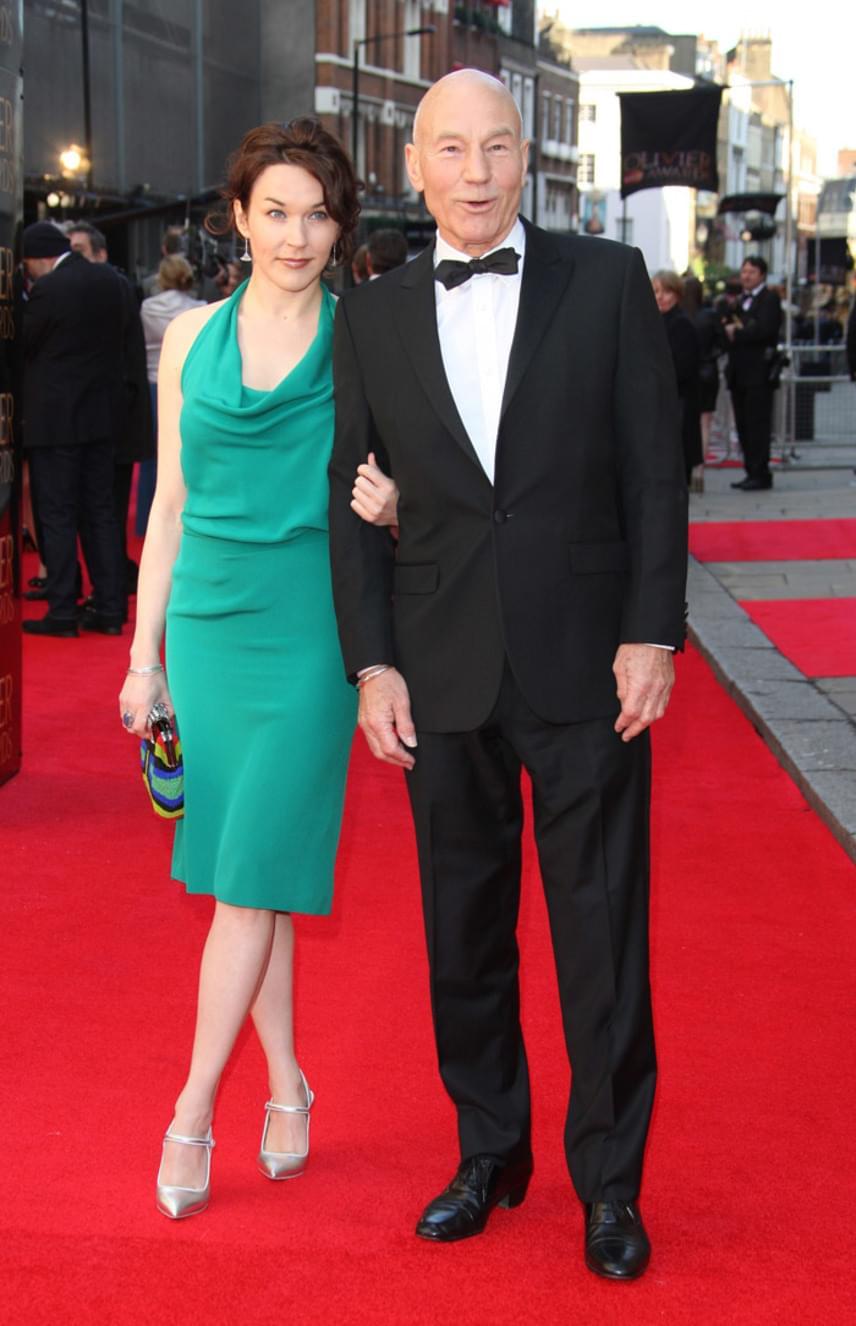 Sir Patrick Stewart és felesége között is 38 év a korkülönbség. Sunny Ozell fittyet hány azokra, akik leszólják a szerelmüket, nagyon boldog idősebb párja mellett.
