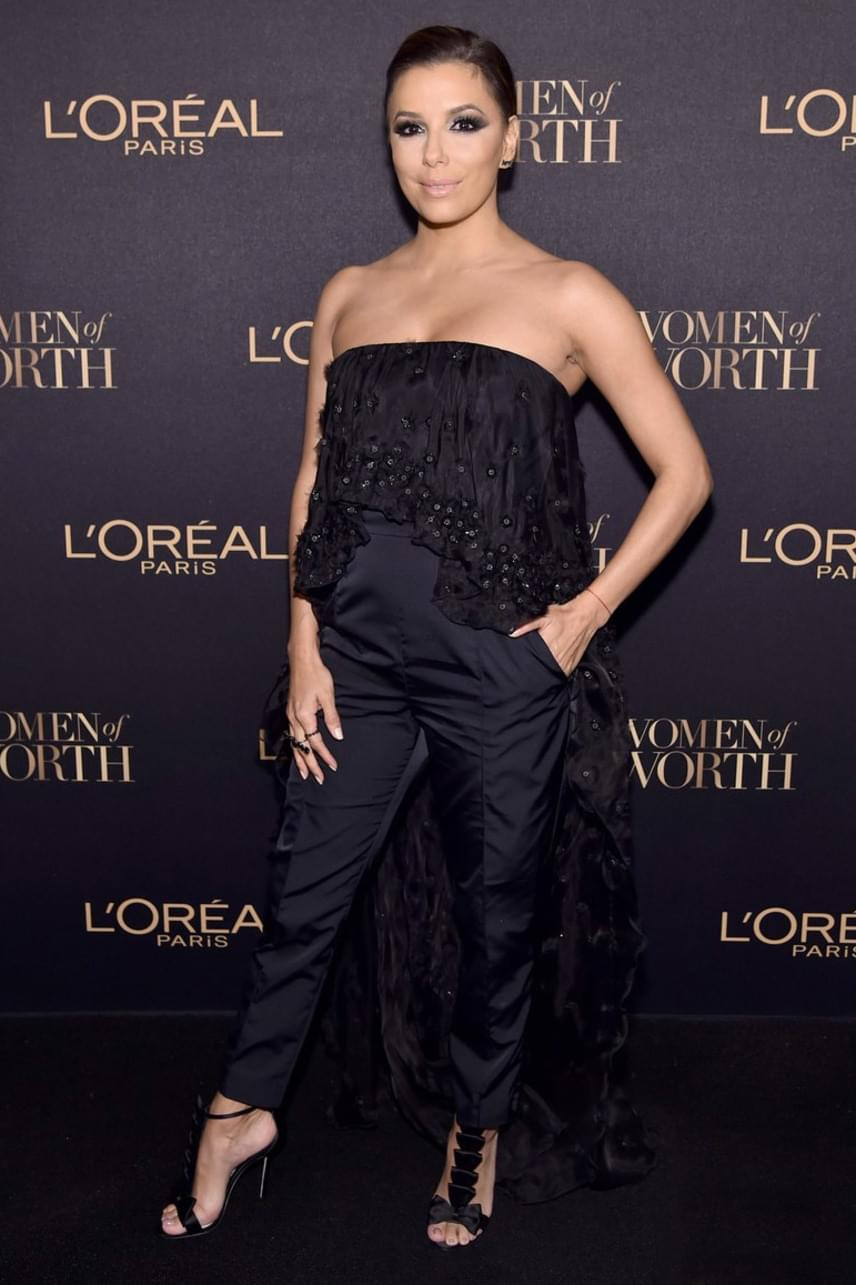 A Született feleségek egykori sztárja, Eva Longoria kitett magáért: fekete overallban mutatta meg, hogy milyen dögös.