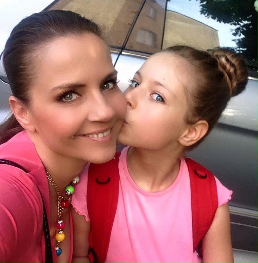Bálint Antónia 1991-ben nyerte a meg Miss Hungary szépségversenyt, később pedig a Playboy magazinban is megmutatta bájait. Egyetlen lánya, Lilien 2009-ben jött a világra, akit csak Babinak becéz.