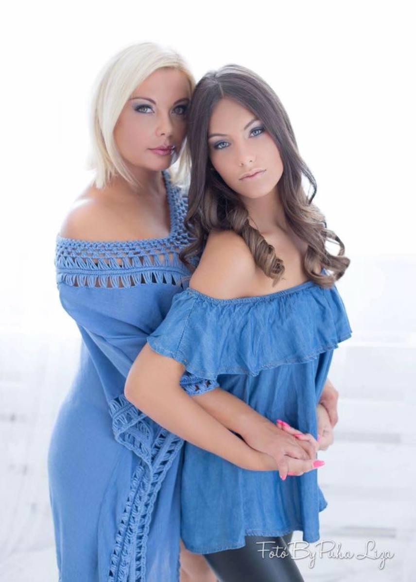 Rába Tímea az 1991-es Miss Hungary szépségversenyen második helyen végzett. Lánya, Nina már 14 éves, aki anyja nyomdokaiba lépett, hiszen tiniként már több alkalommal modellkedett.