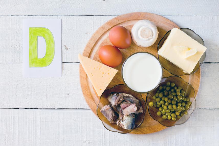 Étkezés - természetes formában a D-vitamint sokféle ételben megtalálod. A legmagasabb koncentrációban a halak tartalmazzák, a lazac, szardínia, makréla, tonhal és tőkehal. A tojássárgája és a gombák is gazdagok ebben a vitaminfélében. Az olajos magvak és a csonthéjasok tartalmaznak, de a májban és a sajtokban is megtalálható.