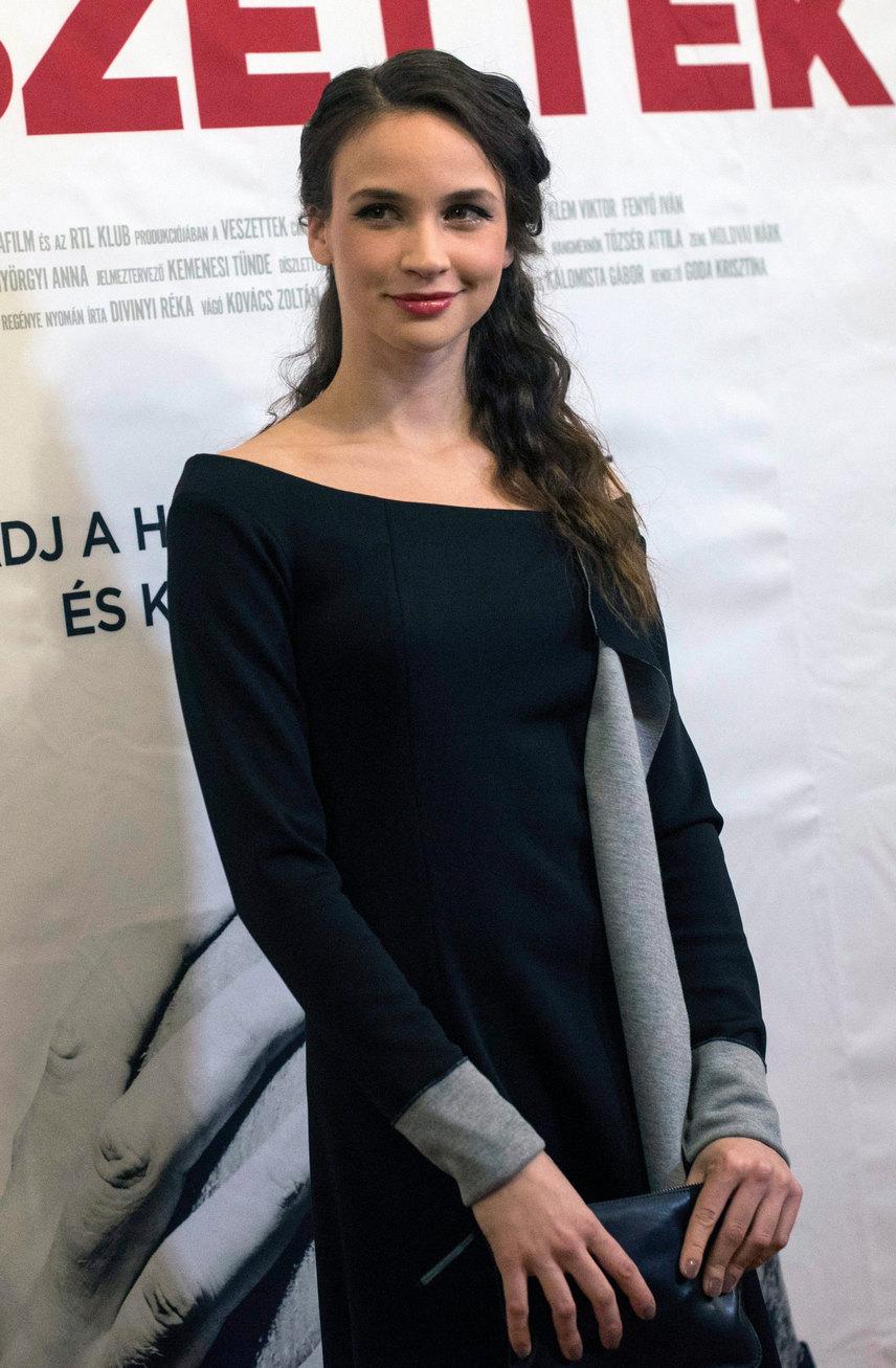 Az 1990-ben született Törőcsik Franciska 2007-ben kapta meg élete első szerepét a Nap utcai fiúk című filmben. 2012-ben a Csak a szélben is láthattuk, 2016-ban pedig a Vaksötét című amerikai thrillerben tűnt fel, amely a nyár egyik sikeres hollywoodi mozija lett.
