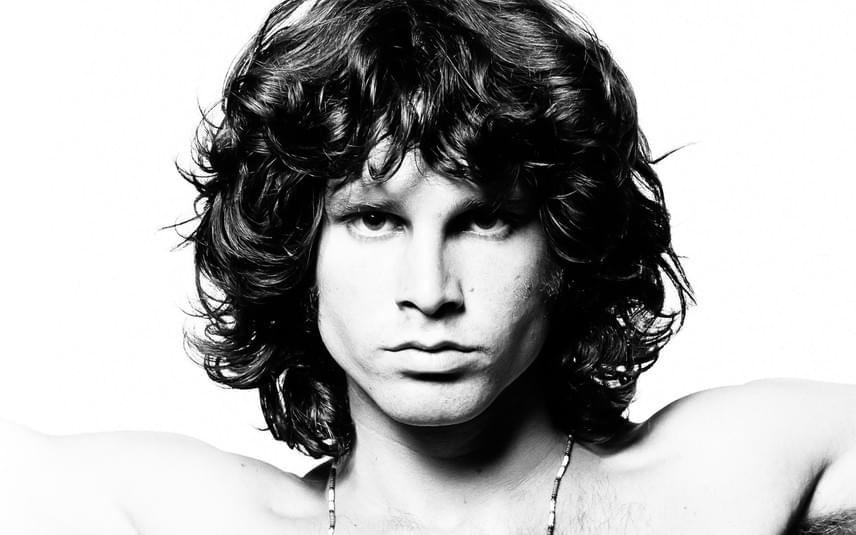 27 évesen, 1971. július 3-án halt meg Párizsban Jim Morrison, akire a fürdőkádjában találtak rá; rajongók és biográfusok a mai napig találgatnak, hogy halálát kábítószer-túladagolás vagy az amerikai kormány által megrendezett merénylet okozta-e.