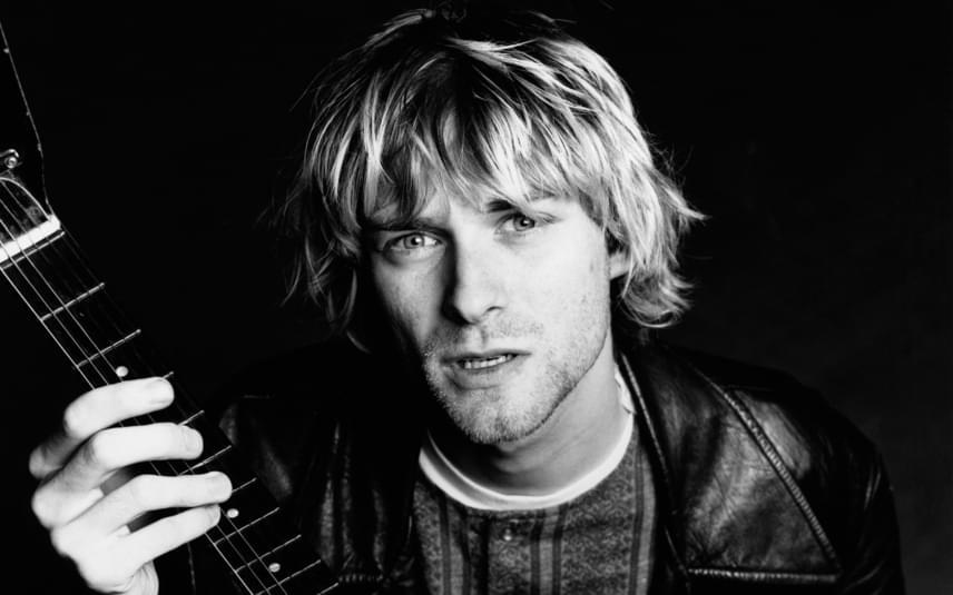 Kurt Cobainnek, a Nirvana frontemberének holttestére 1994-ben találtak rá. Mindenki tudta, hogy heroin- és drogfüggő volt, a halottkémi vizsgálat szerint azonban öngyilkosságot követett el egy fegyverrel. Ezzel szembemegy John Potash feltételezése, miszerint a rocksztárt a CIA szoktatta rá a heroinra, ami végül megölte őt. Potash azt a magyarázatot adta, hogy a sztár olyan szinten csúszott át egy egész mérsékelt balliberális nézetből valami erősen anarchista és rendszerellenes felé, hogy eltették láb alól, hiszen túl nagy volt a befolyása. Az író elméletét azzal támasztja alá, hogy Kurt Cobain a drogokról mindig elutasítóan nyilatkozott.