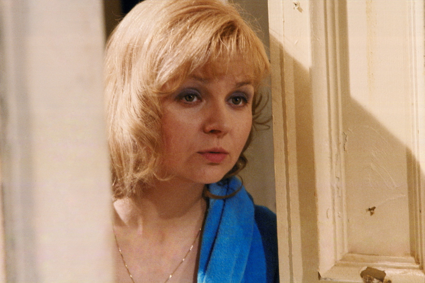 Pogány Judit A tranzitutas című tévéfilmben a nyolcvanas évek elején. 39 éves volt, amikor szerepet kapott Gyarmathy Lívia alkotásában.