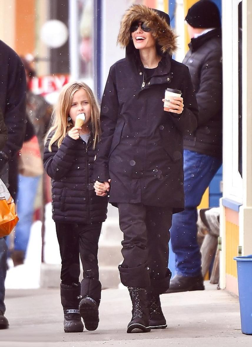 Angelina Jolie láthatóan nagyon felszabadult a válása óta - ilyen boldogan mosolyogni jó ideje nem is láthattuk.