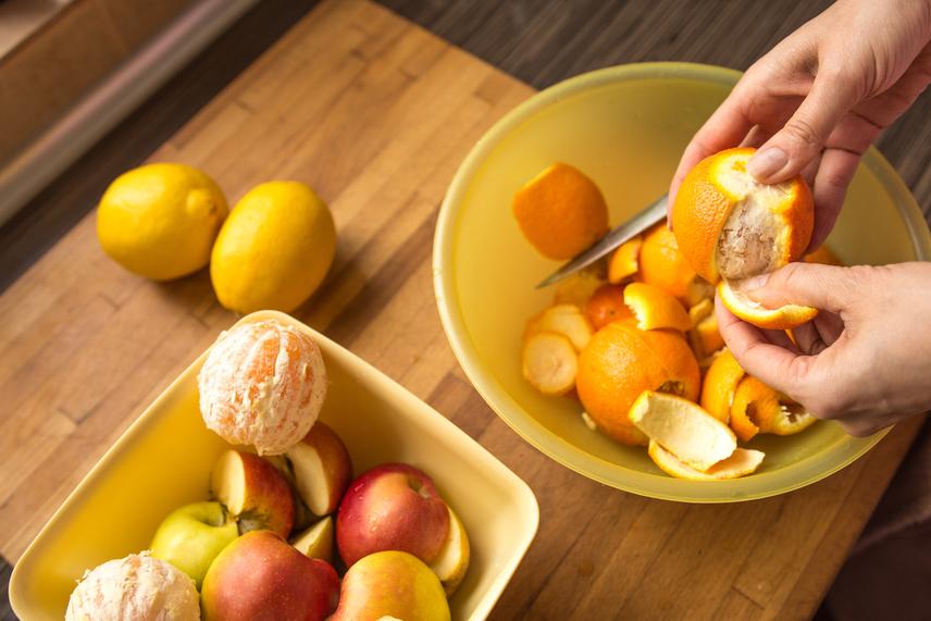 A citrusfélék bármelyike szuper választás. Egy közepes narancs nagyjából 62 kalória, egy mandarin 47, egy grépfrút pedig 54, így ezekből akár kettőt is ehetsz. A gyümölcsök ráadásul béltisztító rostokkal és sok-sok vitaminnal látnak el, így hasznos támogatást nyújtanak az emésztésed számára.