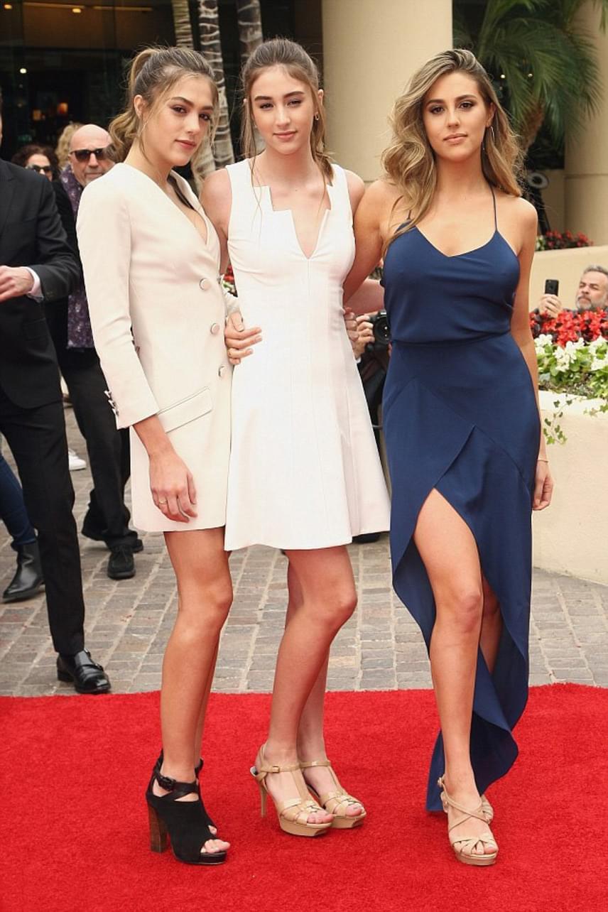 Ugyan ki is tudna választani közülük? Sylvester Stallone lányai - Sophia, Sistine és Scarlet - mindannyian lélegzetelállító szépségek.