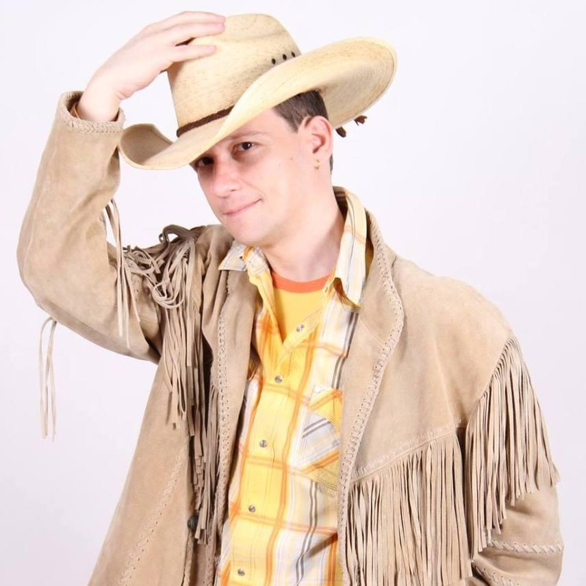 Dáci tehetséges billentyűs és énekes, aki kilencéves volt, amikor szerepelt apukája első szólólemezén, emellett több zenekarban is zenélt, például a Park együttesben is.