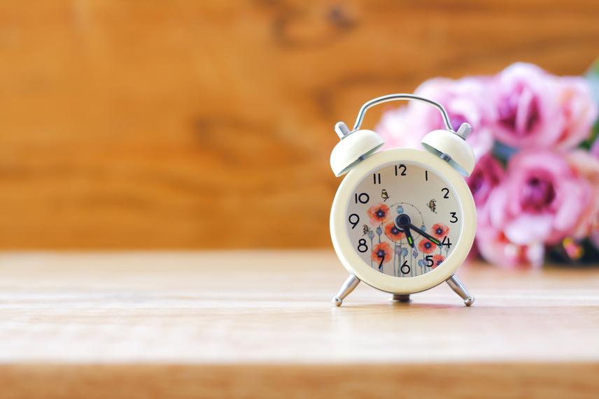 Óra, ami nem járHa olyan óra van a lakásodban, amely nem jár, életedben te is elakadhatsz. Nem haladsz azzal, amit szeretnél elérni, és nem tudod magad túltenni a múlt negatív eseményein.