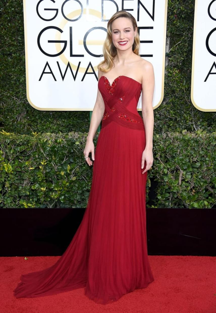 Brie Larson a tűzpirosra szavazott, és milyen jól tette! A szoba sztárja mindenkit lenyűgözött estélyi ruhájában.