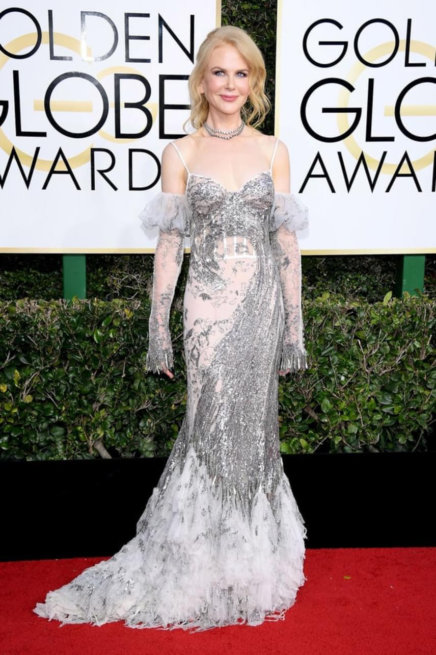 """""""Így képelem el Miss Havishamet a Szép remények regényben. Tudjátok, amikor már szétfoszlott rajta a menyasszonyi ruha. Nicole gyönyörű, de ez a ruha..."""" - kritizálta egy másik hozzászóló."""